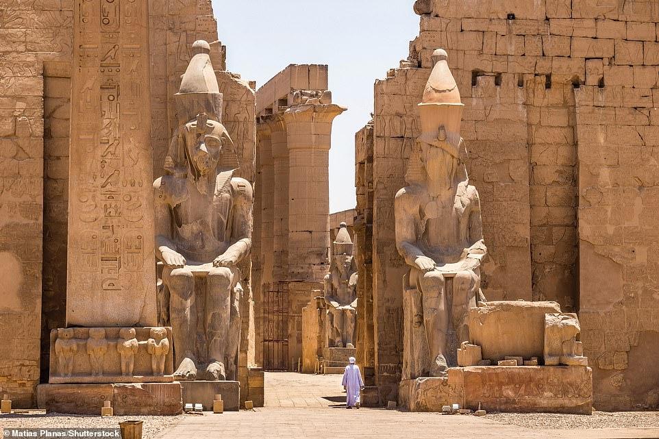 التماثيل فى معبد امون رع بالاقصر