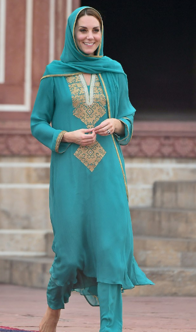 كيت فى زيارة لباكستان