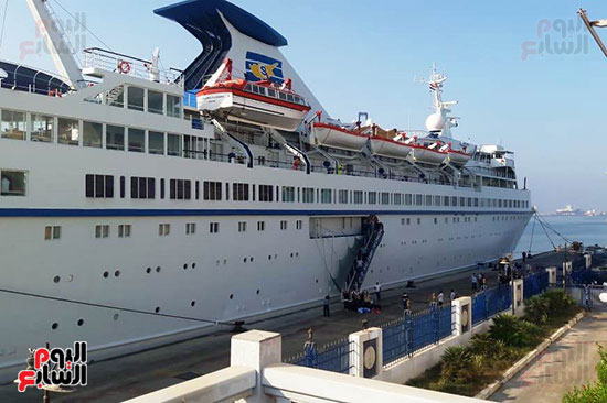 جانب من السفينة القبرصية