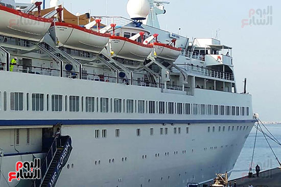 السفينة القبرصة ترسى على شاطىء الاسكندرية