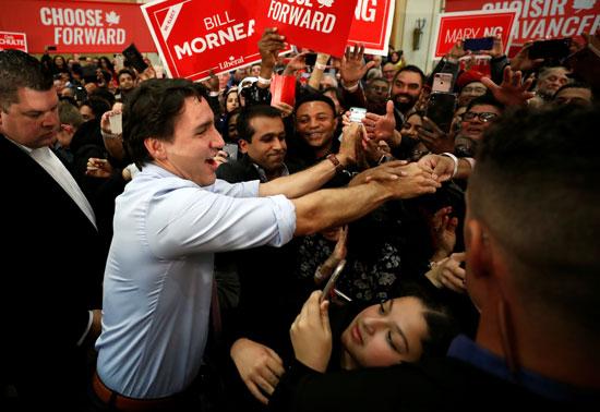 2019-10-18T235021Z_1694348162_RC1E4CD60850_RTRMADP_3_CANADA-ELECTION