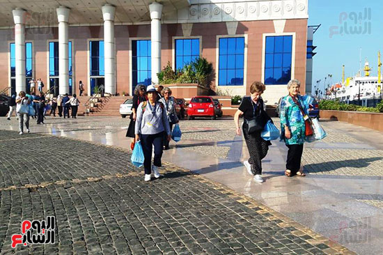 السائحون فى الاسكندرية