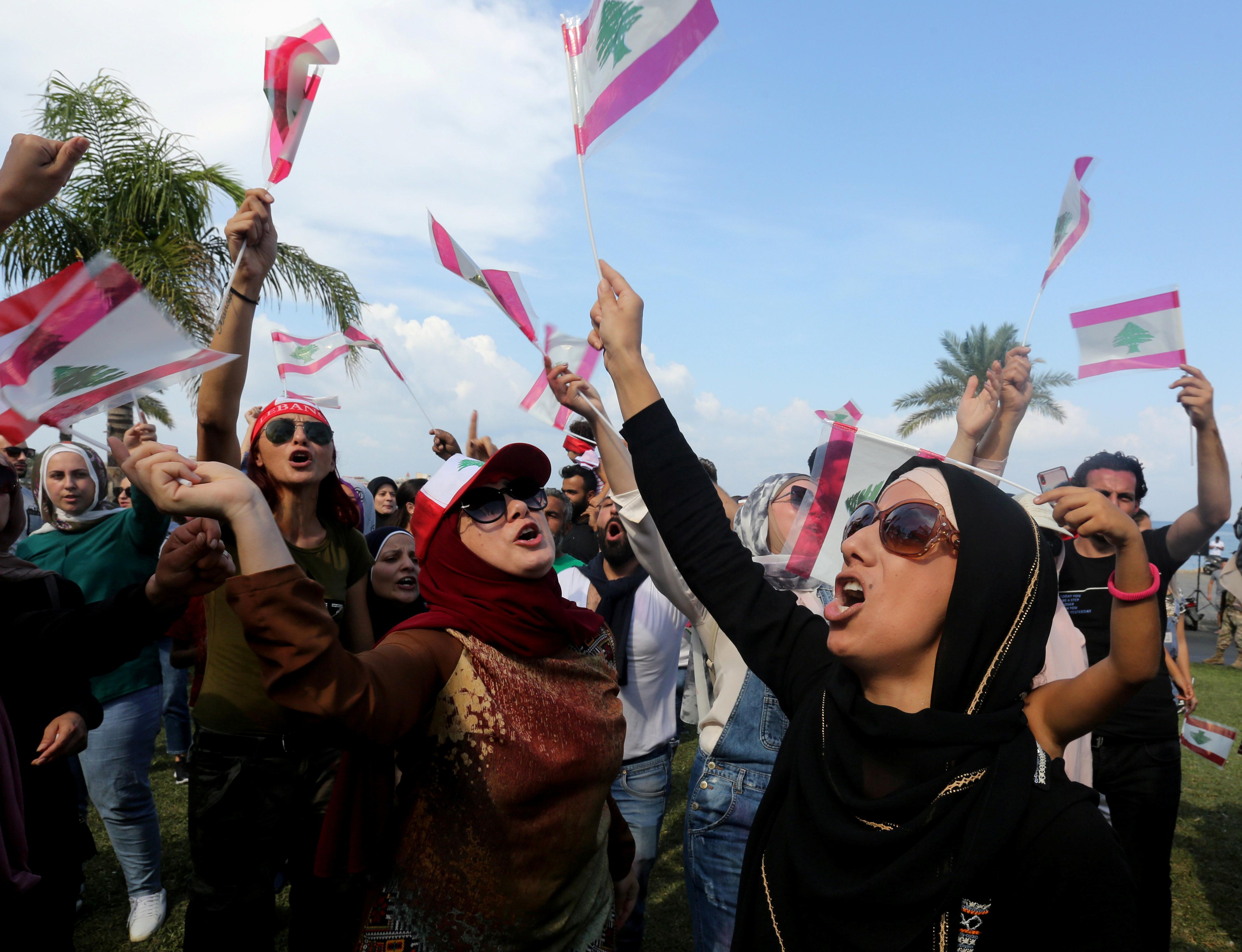 متظاهرون فى مدينة صور الجنوبية