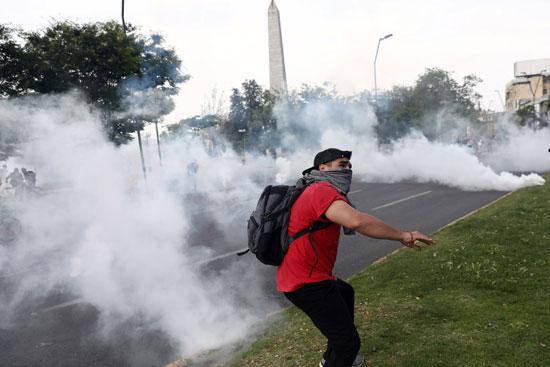 أحد المتظاهرين
