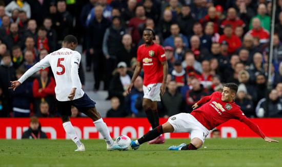 لاعبو-ليفربول-لم-يظهروا-بمستواهم-أمام-مانشستر-يونايتد-(6)