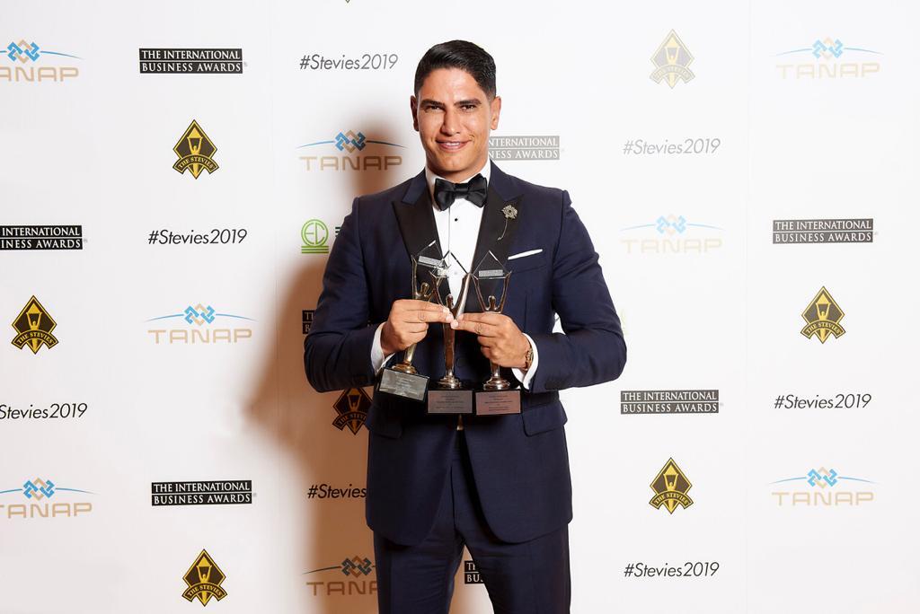 رجل الأعمال أحمد أبو هشيمة يتسلم ثلاث جوائز