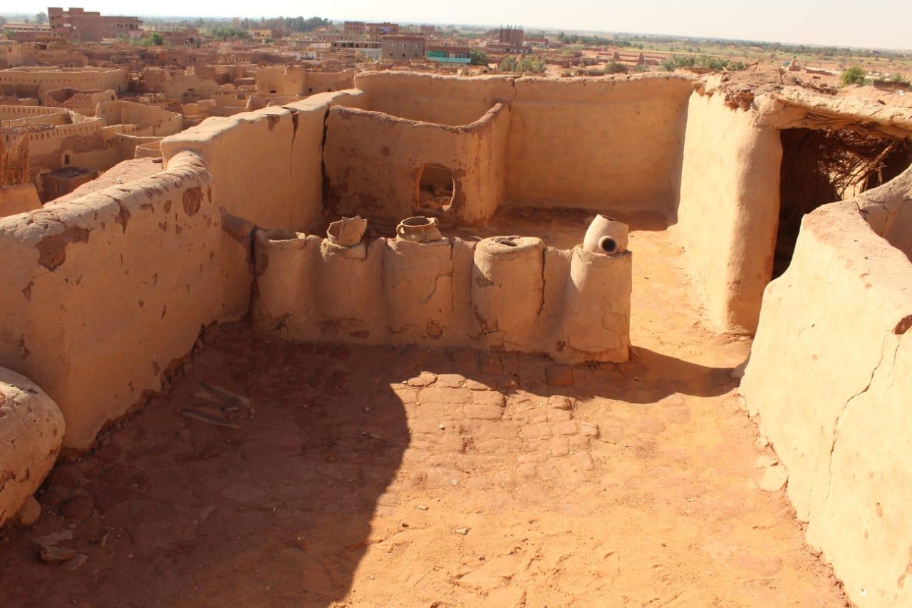 جانب من العمل داخل مدينة بلاط الأثرية (3)