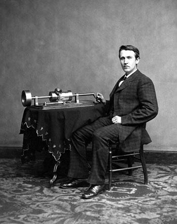 إديسون-مع-اختراعه-الفونوغراف