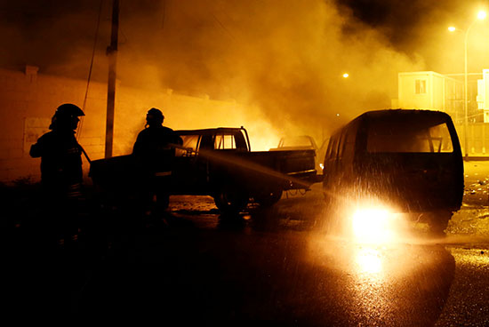 إطفاء السيارات المحترقة
