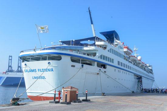 اول-سفينة-بحرية-سياحية