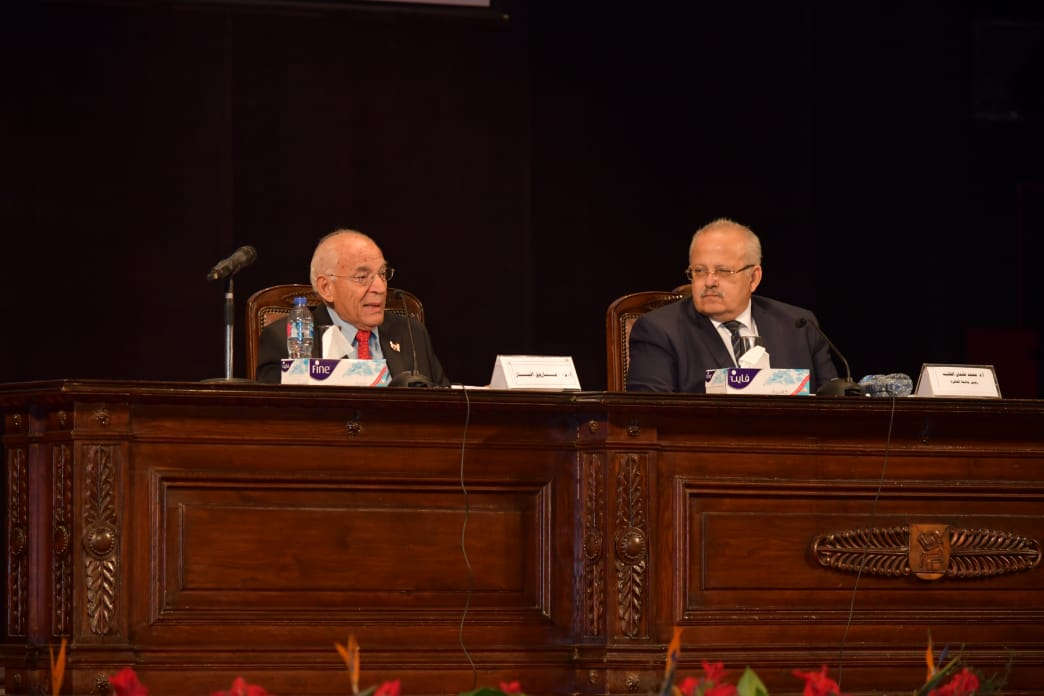 ندوة جامعة القاهرة للدكتور فاروق الباز (1)