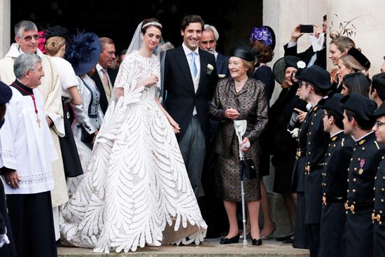 العروسان وسط حفل الزفاف