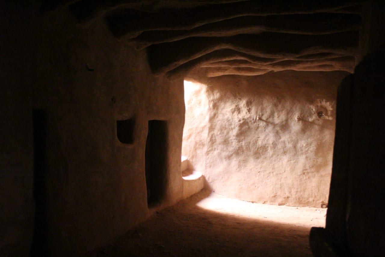 جانب من العمل داخل مدينة بلاط الأثرية (6)