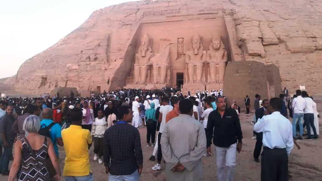 ساحة معبد أبوسمبل_1