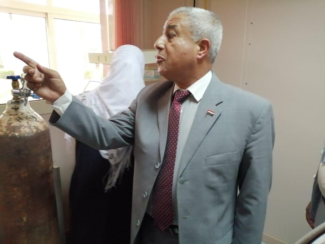 محافظ أسوان يستقبل الأفواج السياحية ويوزع الهدايا التذكارية عليهم  (8)