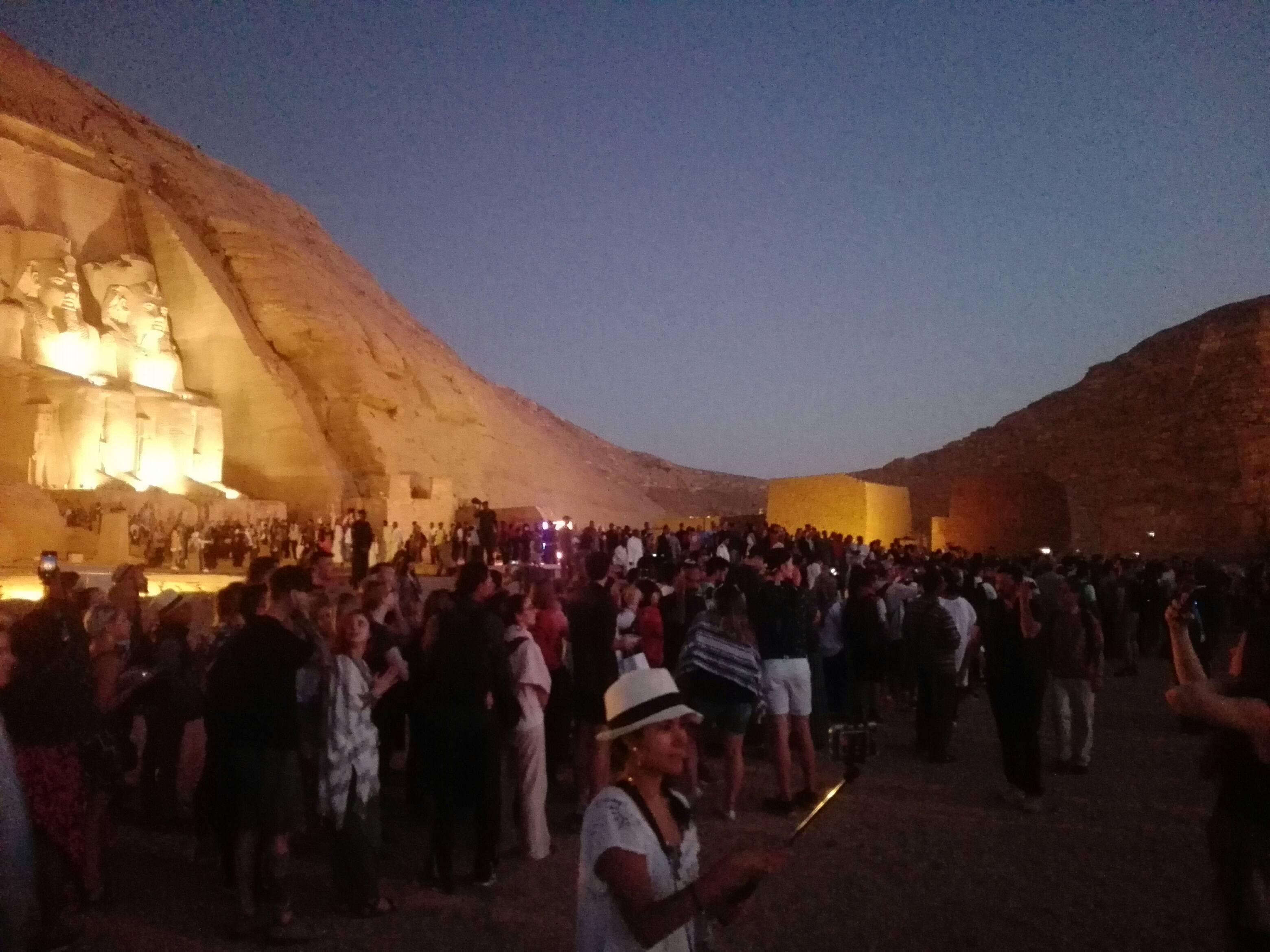 ساحة المعبد قبل الشروق