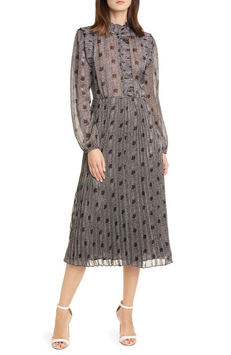 فستان بأكمام مناسب للعمل في الخريف