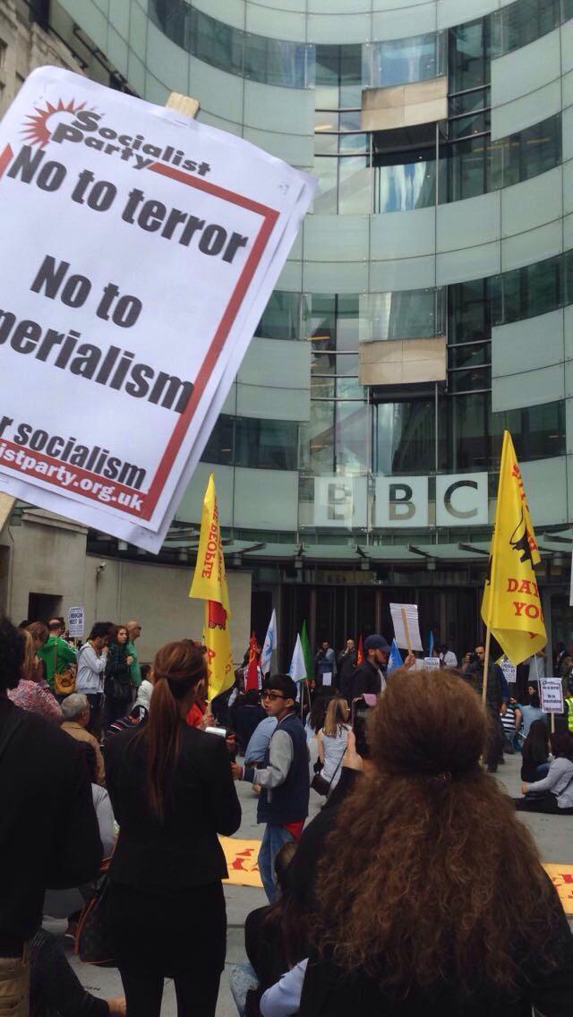 مظاهرات امام الـ BBC (2)