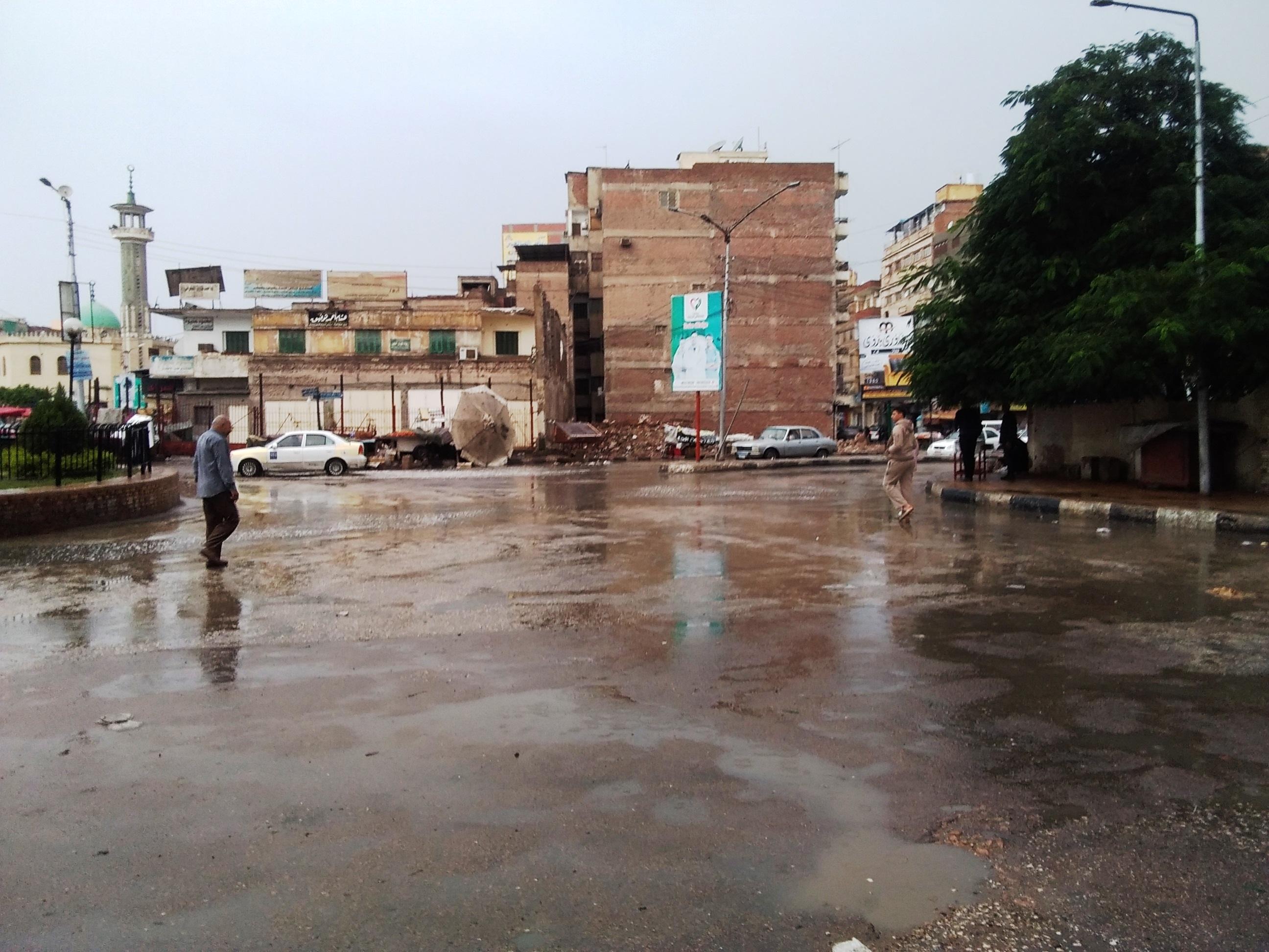 صور.. هطول أمطار رعدية بكفر الشيخ.. والمحافظ يعلن حالة الطوارئ (1)