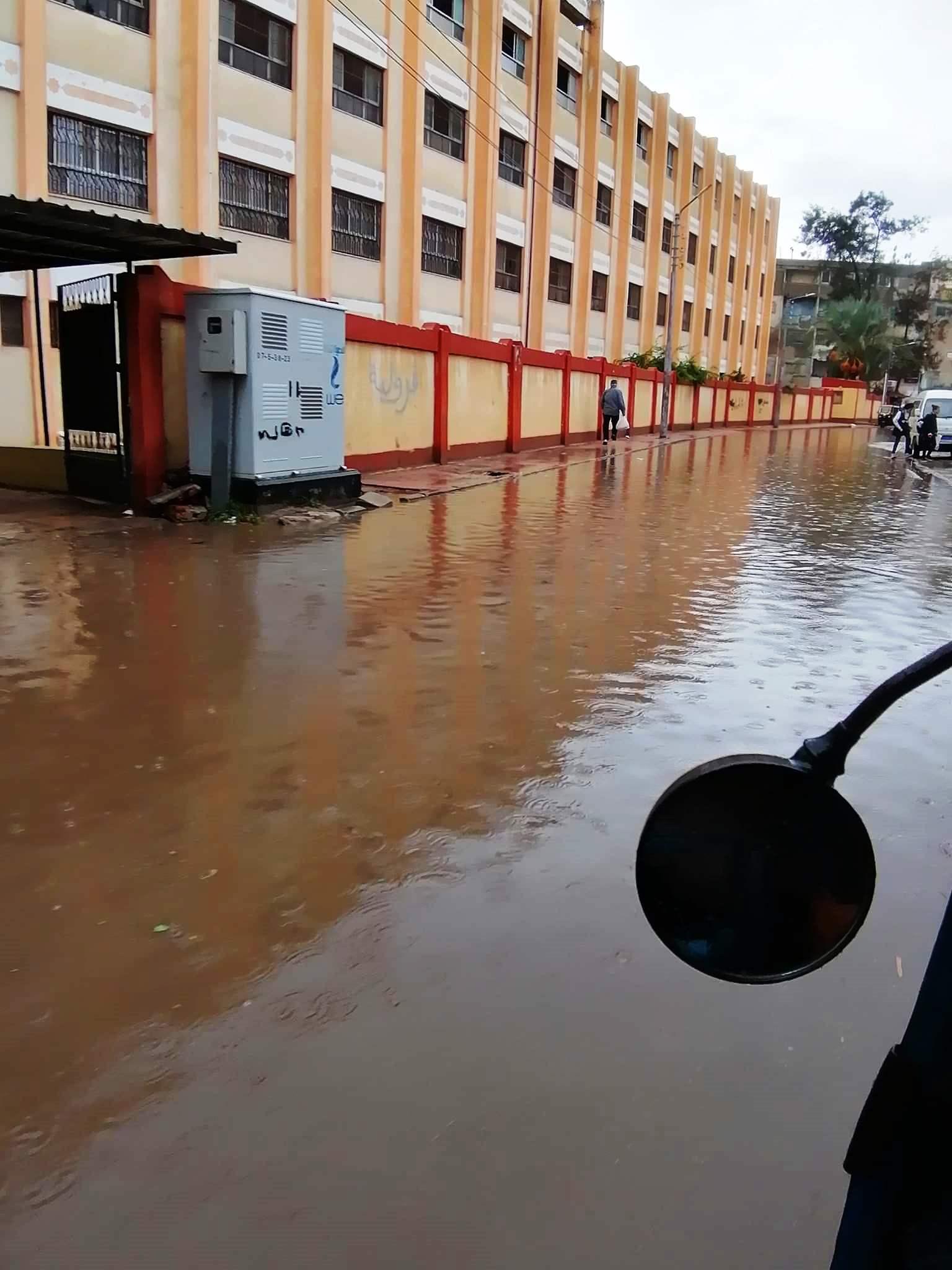 مياه الأمطار تحاصر المدارس وتغرق شوارع فارسكور بدمياط (3)