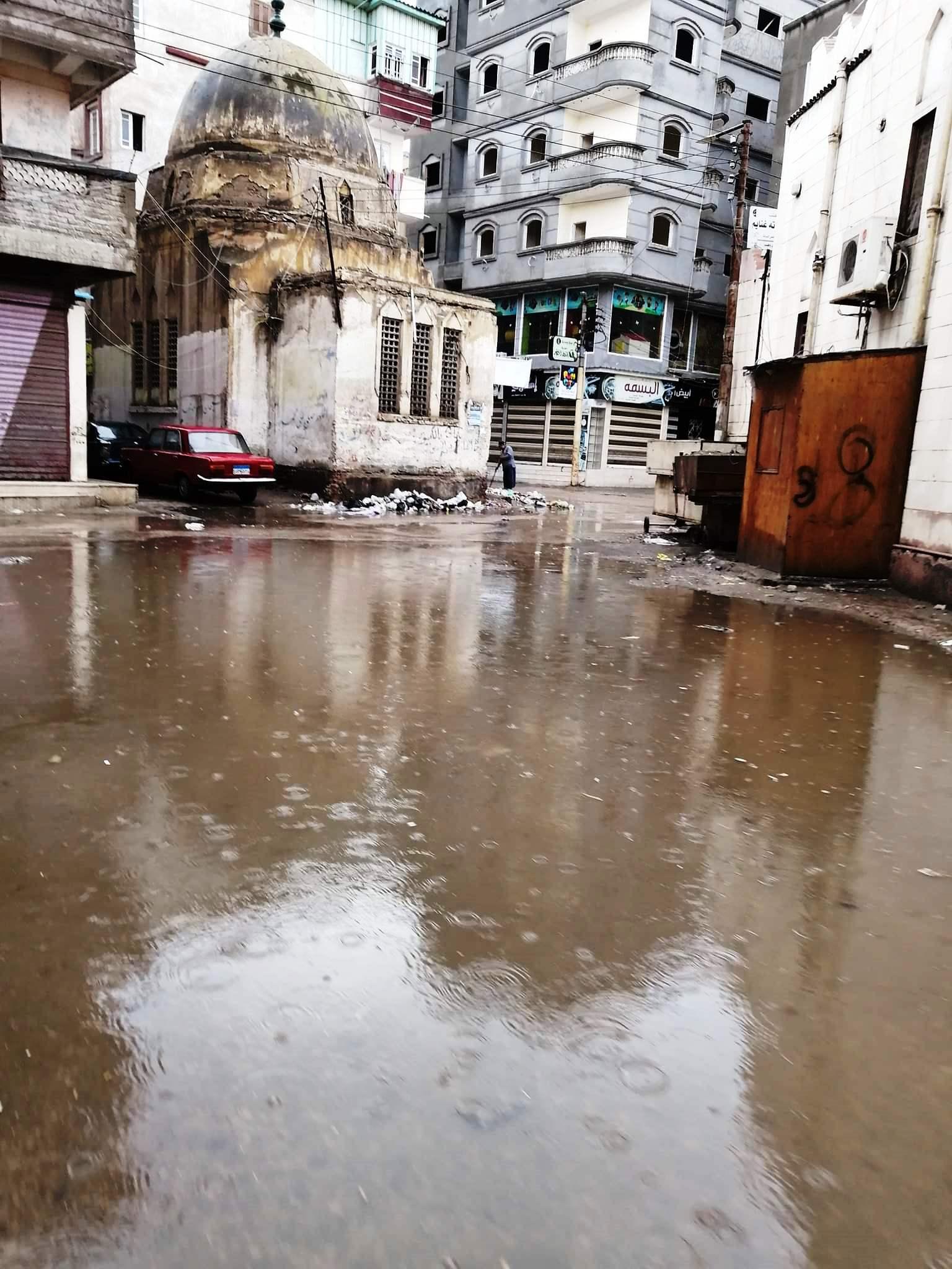 مياه الأمطار تحاصر المدارس وتغرق شوارع فارسكور بدمياط (1)