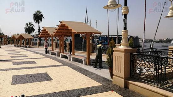 لمسات الجمال تظهر بكورنيش النيل بالأقصر خلال أعمال الرصف