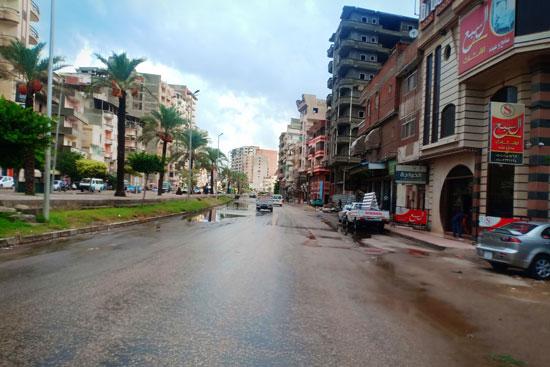 الأمطار الغزيرة تغرق شوارع دمياط (1)