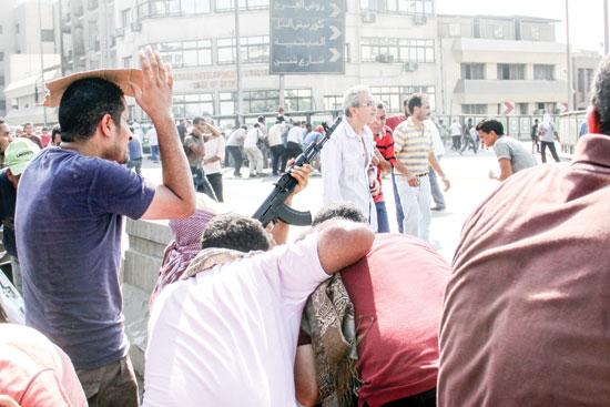 الاخوان-يحملون-السلاح-على-كوبرى-15-مايو--16-8-2013تصوير-صلاح-سعيد-(3)