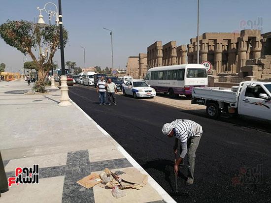 اعمال الرصف بكورنيش النيل قبل نهايته