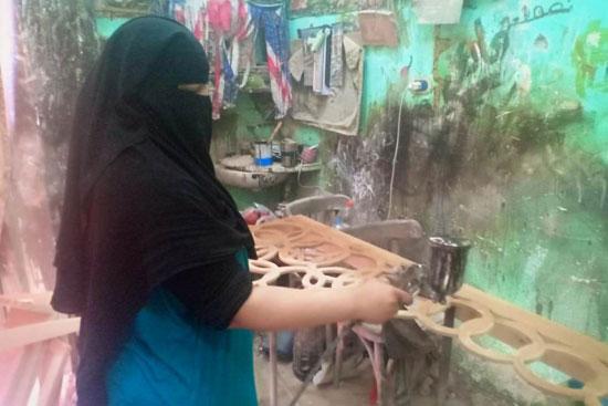 أول سيدة دمياطية تتحدى تقاليد مجتمعها وتعمل استورجية (3)