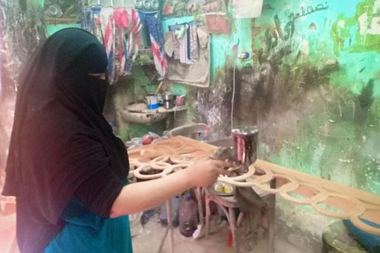 أول سيدة دمياطية تتحدى تقاليد مجتمعها وتعمل استورجية (1)
