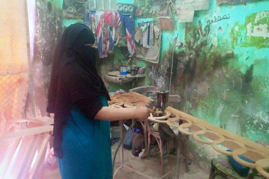 أول سيدة دمياطية تتحدى تقاليد مجتمعها وتعمل استورجية (2)