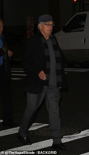 20028742-7599713-Robert_De_Niro_arriving_at_Yves_Restaurant_in_Tribeca_Manhattan_-a-70_1571741583978