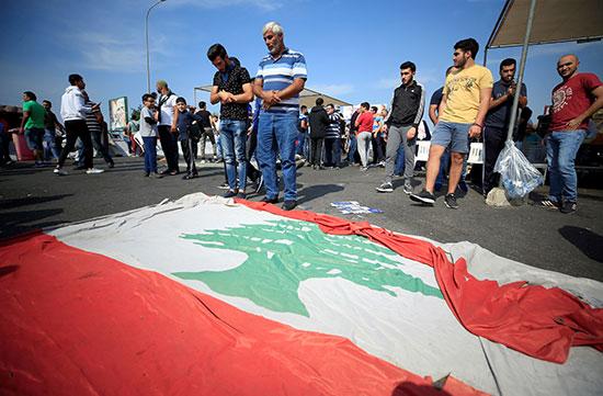 متظاهرون-يؤدون-الصلاة