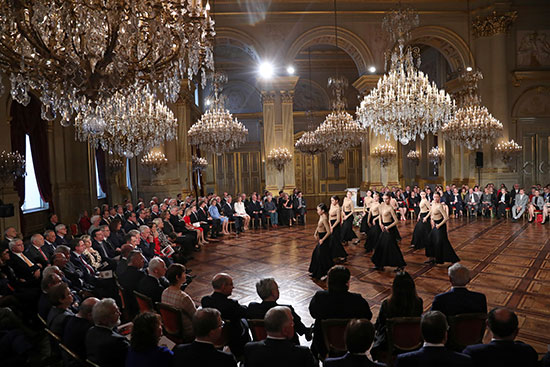 عروض فنية داخل القصر الملكى فى بروكسل