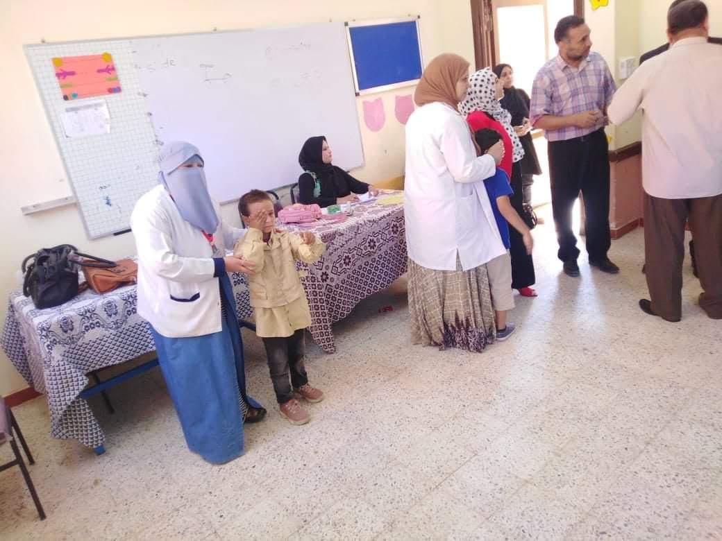 الكشف على طلاب مدارس بنى سويف بمبادرة نور حياة (3)