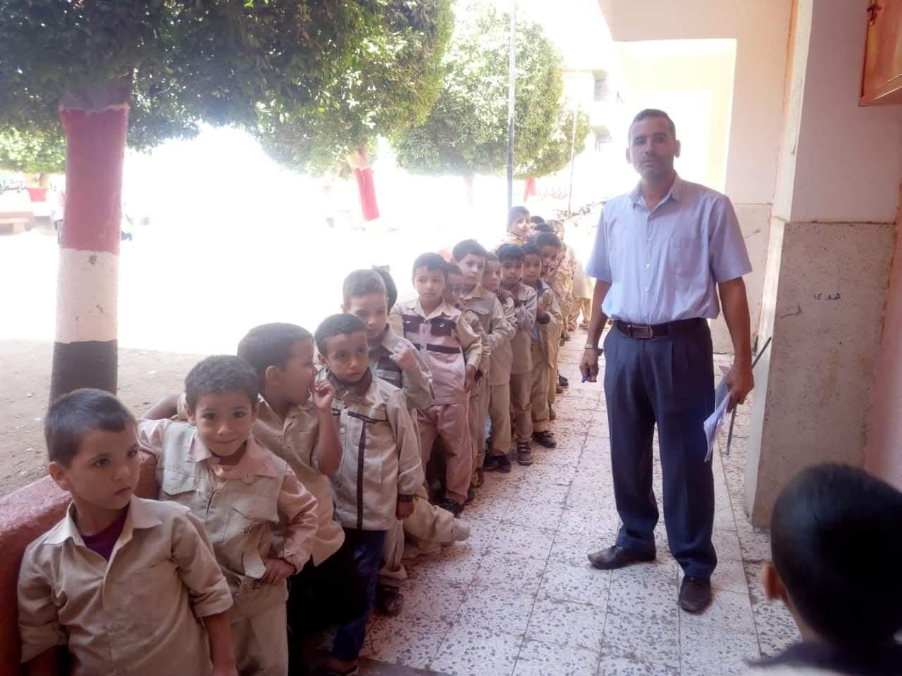 الكشف على طلاب مدارس بنى سويف بمبادرة نور حياة (2)