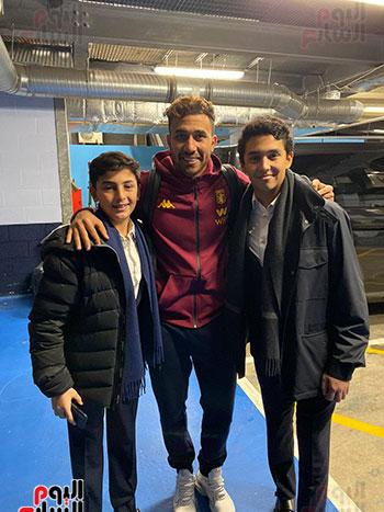 تريزيجيه يظهر مع أبناء ناصف ساويرس