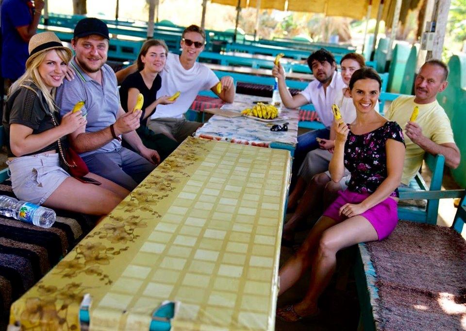 فريق الأوركسترا الأوكرانية خلال الإستجمام فى جزيرة الموز بالأقصر