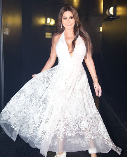 اليسا بفستان أبيض