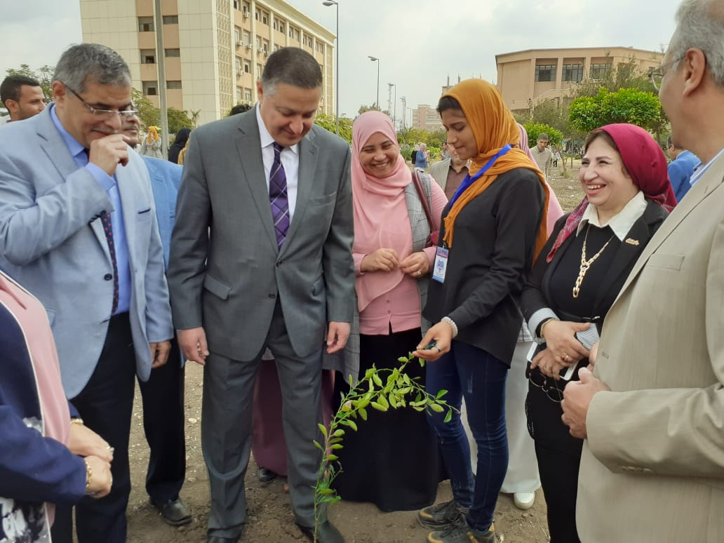 تدشين مبادرة هنجملها بكلية التربية جامعة بنها لزراعة 2500 شجرة (8)