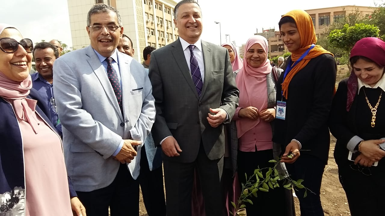 تدشين مبادرة هنجملها بكلية التربية جامعة بنها لزراعة 2500 شجرة (2)