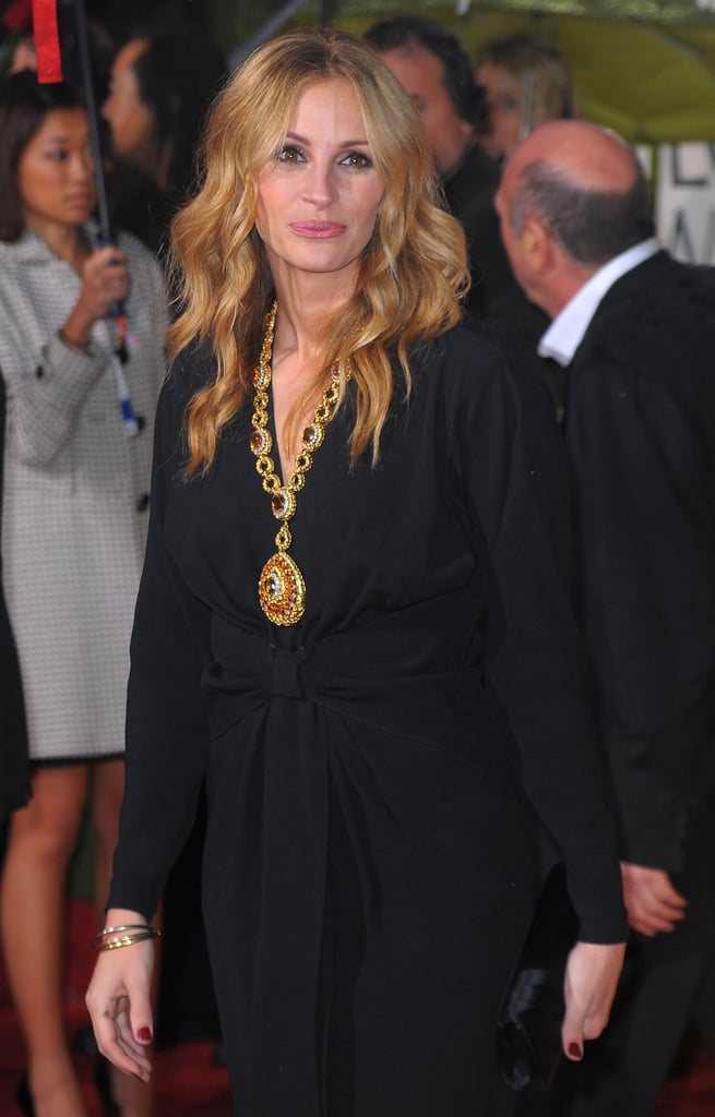 قلادة جوليا فى جوائز جولدن جلوب 2010
