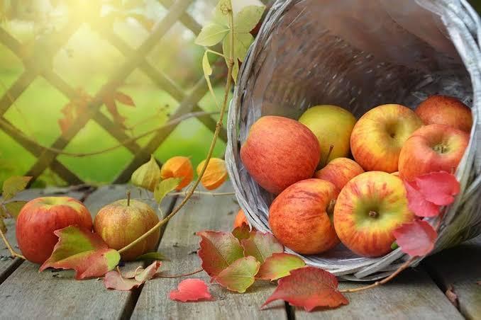التفاح مقشر طبيعى للبشرة