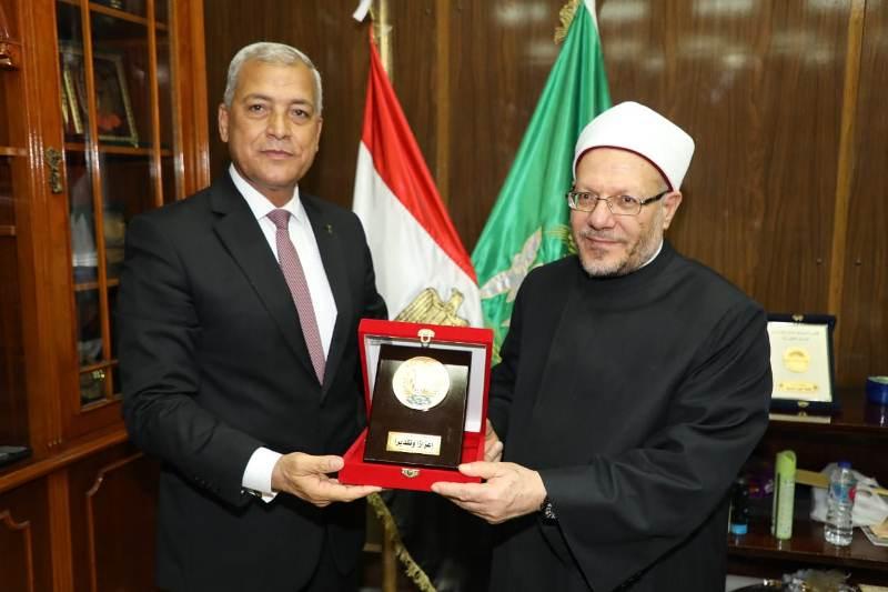 محافظ المنوفية يستقبل مفتى الديار المصرية (3)