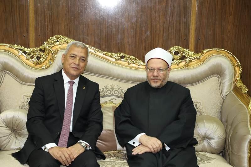 محافظ المنوفية يستقبل مفتى الديار المصرية (4)