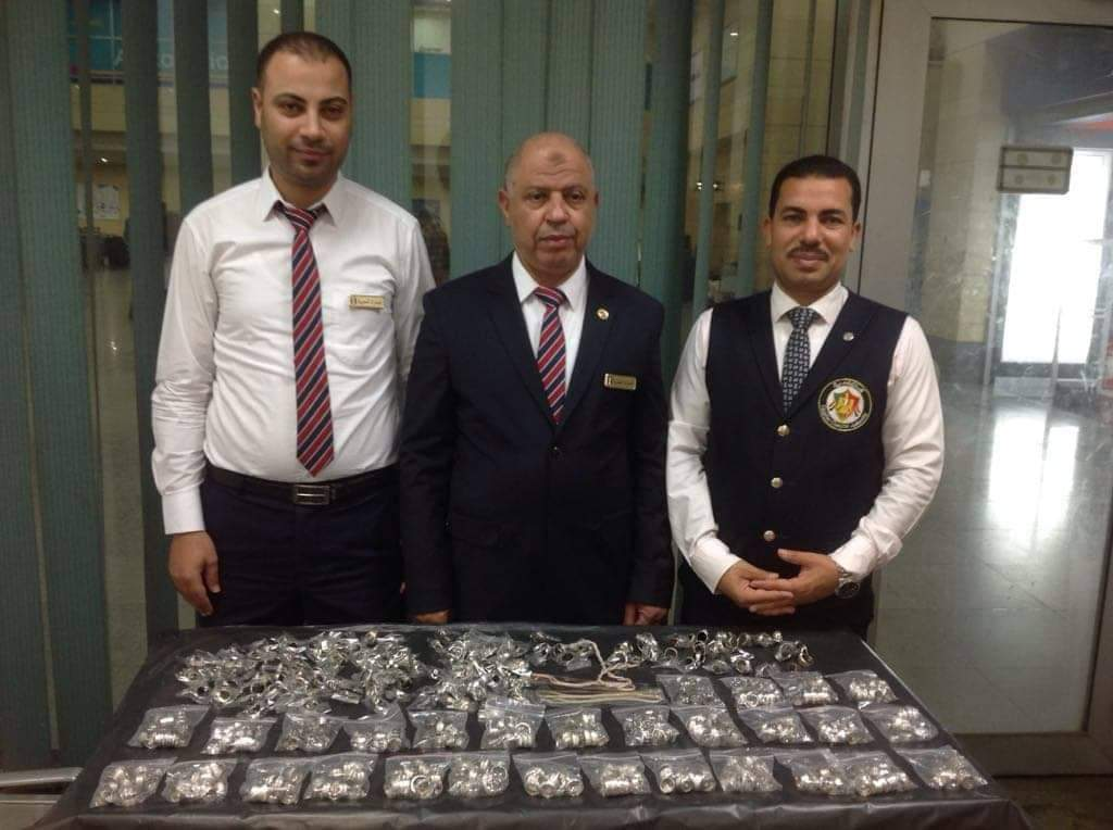 جمارك مطار برج العرب الدولى تحبط تهريب كمية من المشغولات الفضية (2)