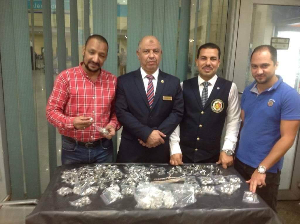 جمارك مطار برج العرب الدولى تحبط تهريب كمية من المشغولات الفضية (3)