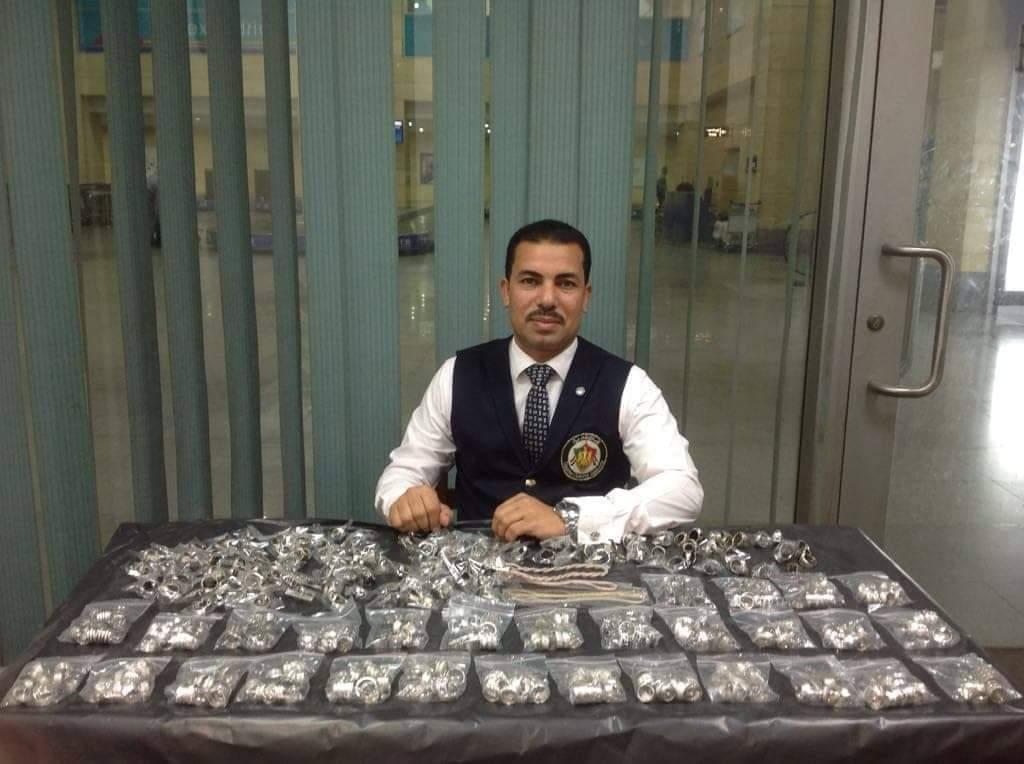 جمارك مطار برج العرب الدولى تحبط تهريب كمية من المشغولات الفضية (4)