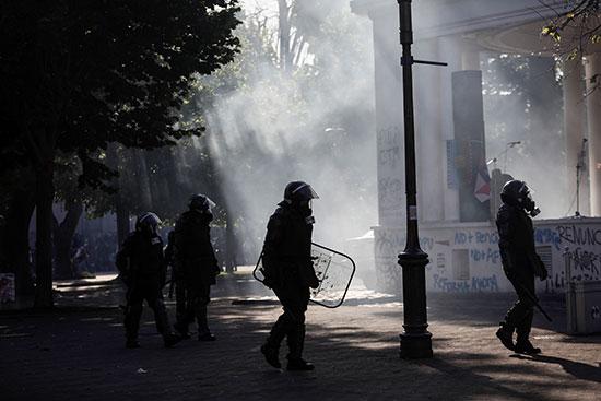 قوات الأمن خلال الاحتجاجات فى كونسيبسيون